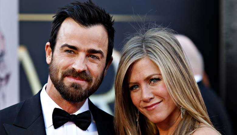 Jennifer Aniston Shares Meal with Justin Theroux in NY