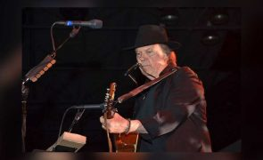 Neil-Young-Looks-To-Launch-Ponomusic