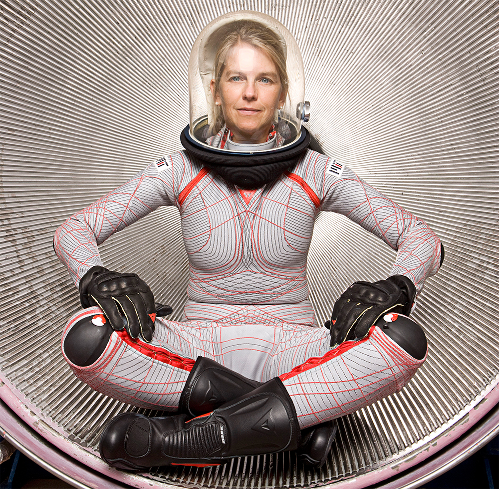 NASA introduces suit to Mars