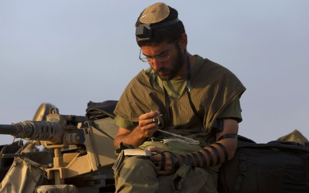 israel-fighter-praying