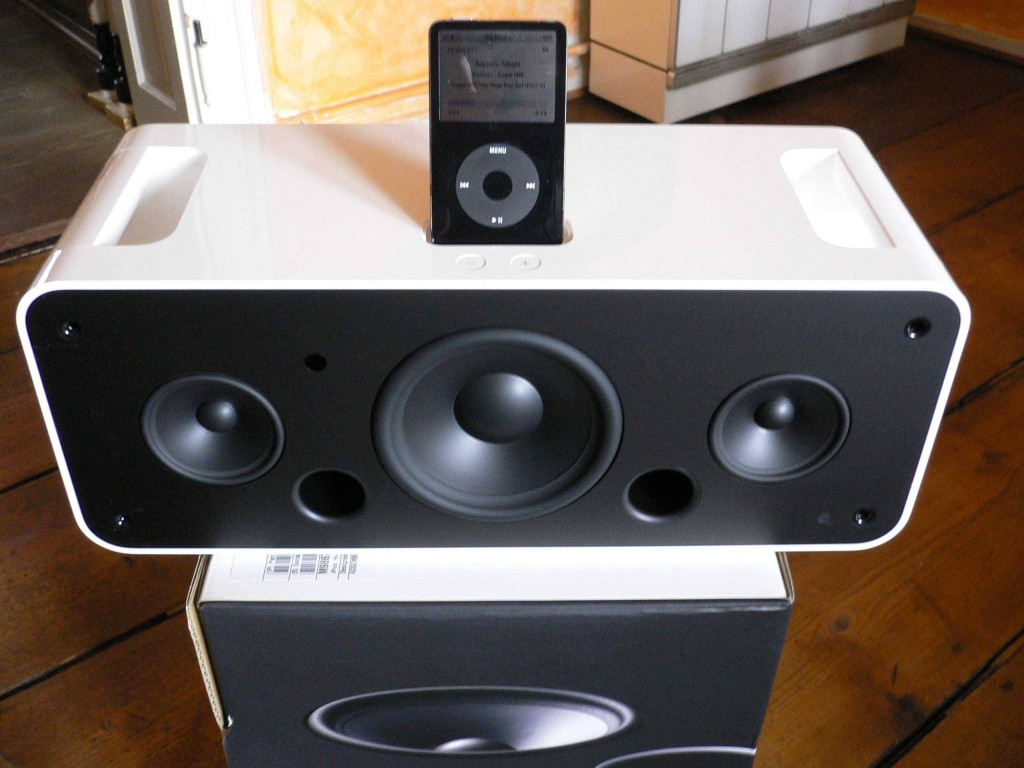 The-iPod-Hi-Fi-was-built-with-Apples-sleek-design-aesthetic-but-ultimately-failed-to-deliver-the-sound-quality-that-3rd-party-competitors-could-offer-