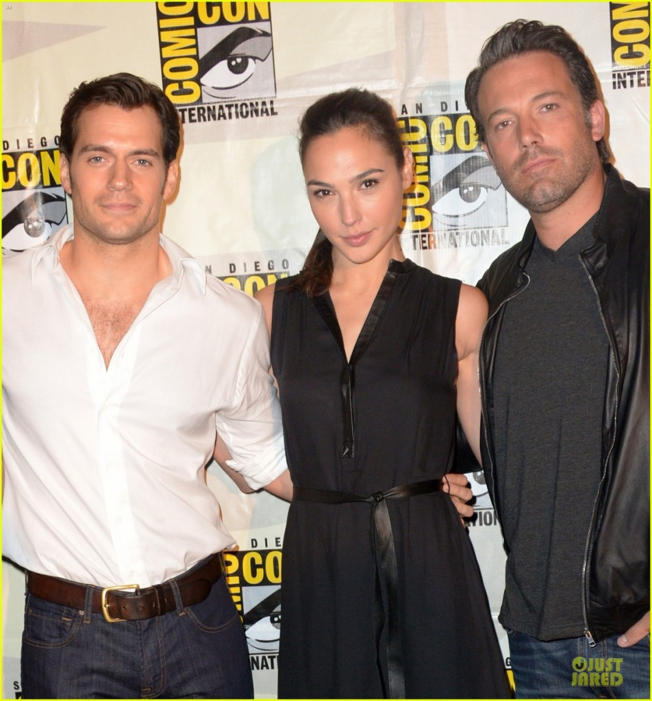henry-cavill-ben-affleck-surprise-comic-con-appearance-02