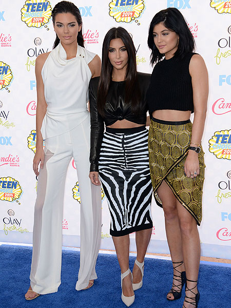 1407744741_Kim-Kardashian-North-West-pictures-mathcing-fashion-style-Kanye-Teen-Choice-Awards-2014