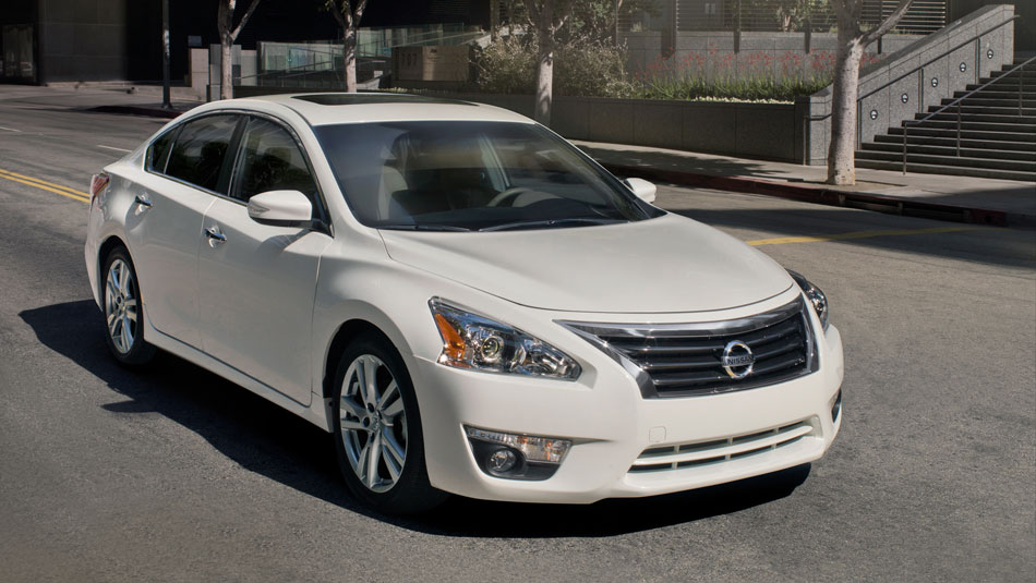 Nissan-Altima-front