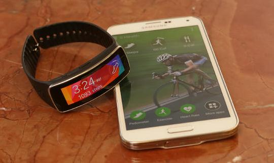 Samsung gear fit fitness tracker