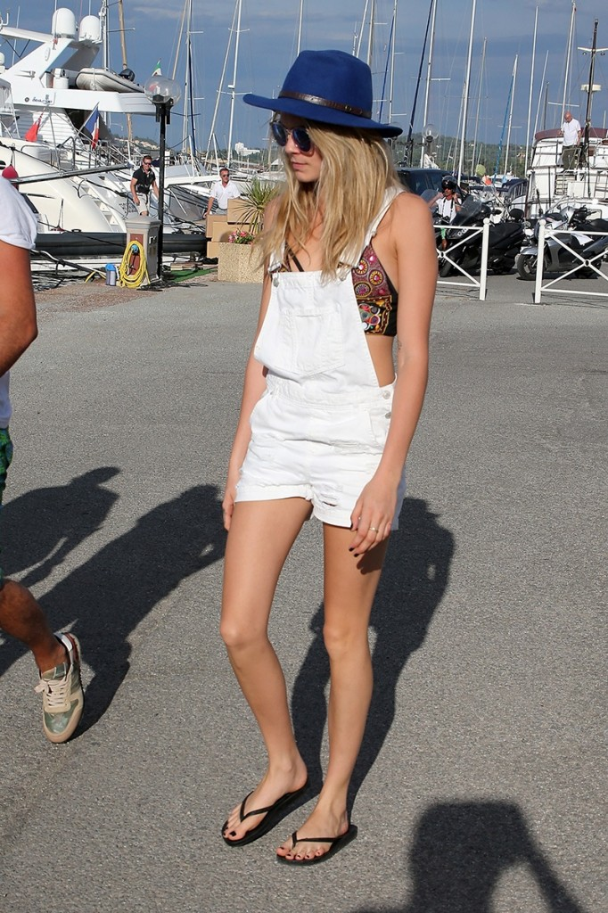 celeb-white-dress-cara-delevingne_183400185610.jpg_gallery_max