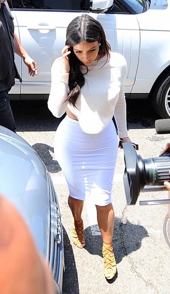 celeb-white-dress-kim-kardashian_183402817067.jpg_gallery_max