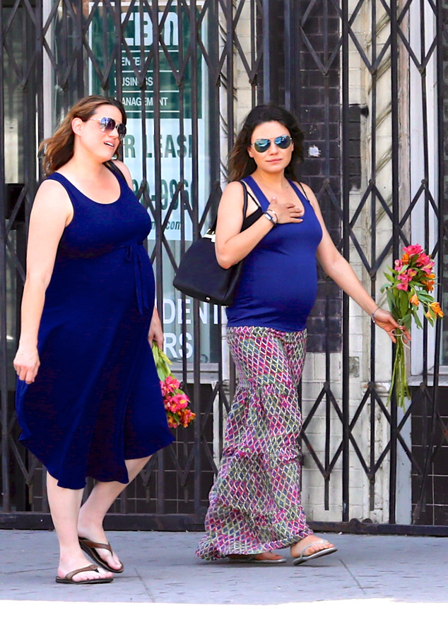 Pregnant Mila Kunis Shops For Flowers
