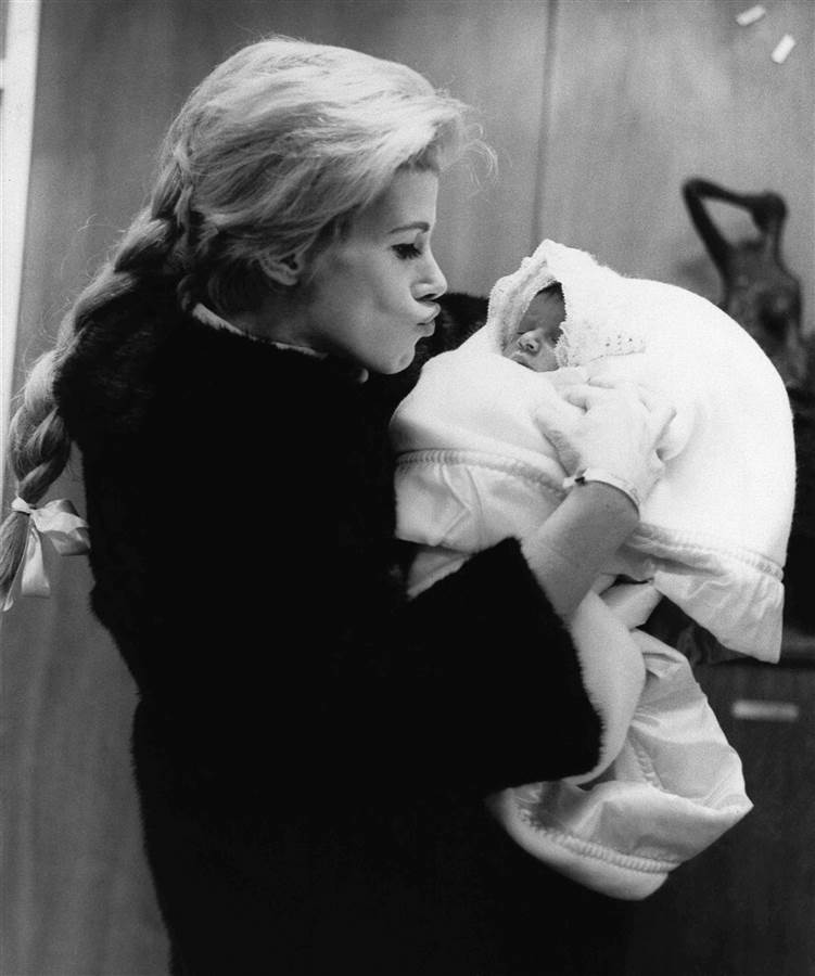 Joan Rivers leaves the hospital with daughter Melissa in January 1968. The father is TV producer Edgar Rosenberg.