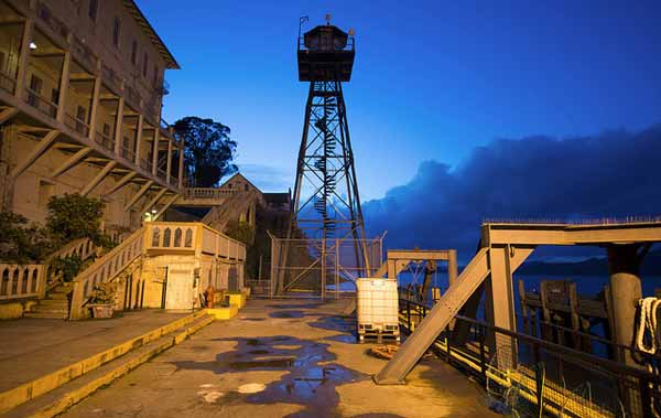 7 Explore Alcatraz night