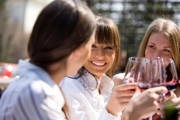women-friends-drinking-wine