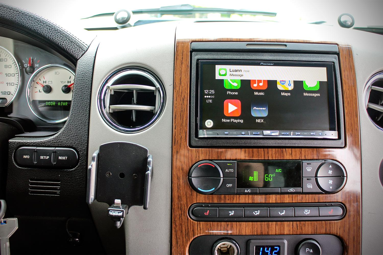 apple-carplay-hands-on-2