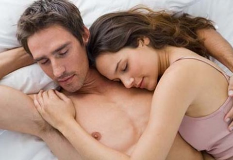 couple-sleeping-in-bed-480x330
