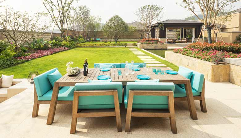 Lounge-Worthy Outdoor Spaces in House