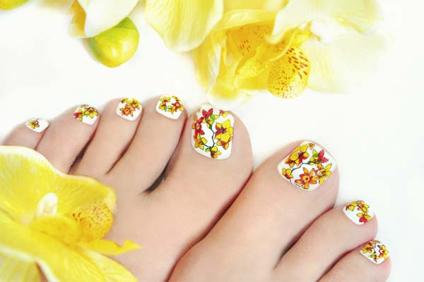 Pedicure Designs with Marbled Effect