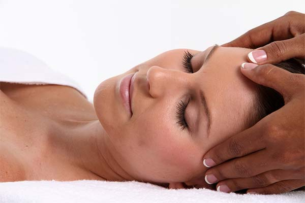 Resort to Oil Massage to Get Rid of a Dry Scalp