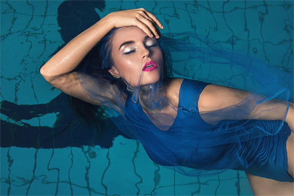 What Should You Know About Waterproof Cosmetics